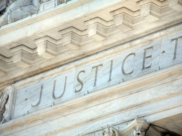 """""""Justice"""" carved on the US Supreme Court building"""