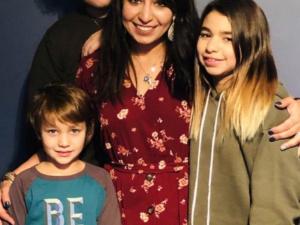 Liz Matheis博士和儿童