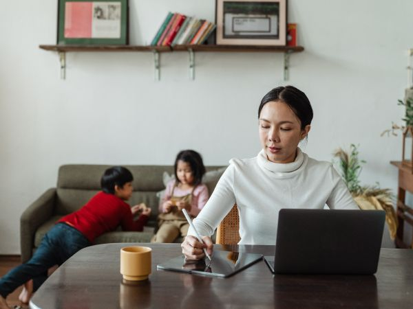 Boundaries between work and home life are blurred during the COVID-19 pandemic.