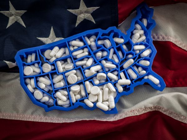 American map covered with opioid painkillers like oxycodone and hydrocodone.