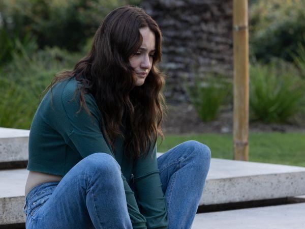 Grace Van Patten as Zoe